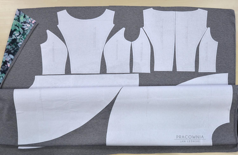 872e9fbc DIY: Sukienka z cięciami francuskimi i dołem z koła, od The ...